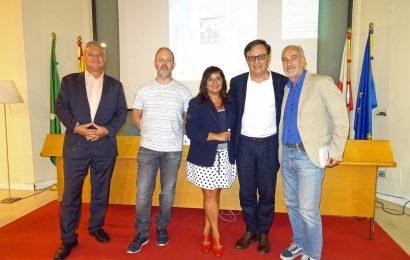 """Iñaki Martínez presentó en Castro-Urdiales su última novela """"Donde los hombres llevaban sombrero"""""""
