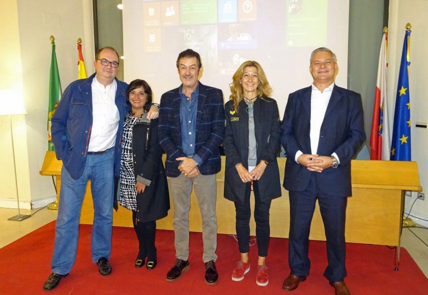 """El arquitecto Javier Ibarrola presentó en Castro Urdiales su primera novela: """"Pound»"""