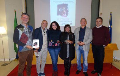 Mónica Crespo presentó en el Ateneo de Castro-Urdiales su libro de relatos «Las madres secretas»