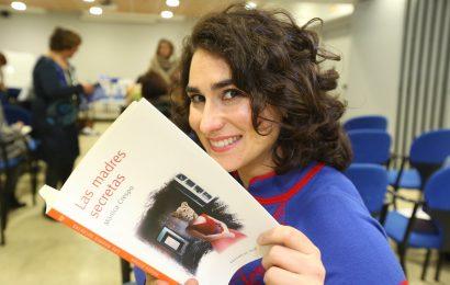"Mónica Crespo presenta su libro de relatos ""Madres Secretas"""